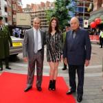 Dr Kamel Maamria, Gemma Arterton y Mohamed Al Fayed (Foto: image.net)