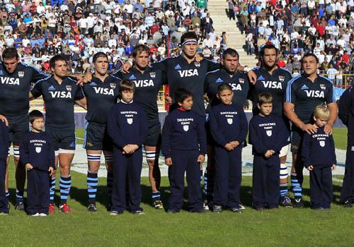 Los Pumas durante el himno. (Foto: Prensa U.A.R.)