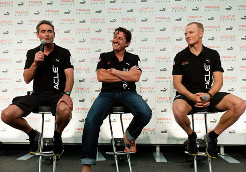 De Izq. a Der.:Russell Coutts, CEO, Helmsman, ORACLE Racing; Antonio Bertone, PUMA Chief Marketing Officer; James Spithill, Skipper, Helmsman, ORACLE Racing.