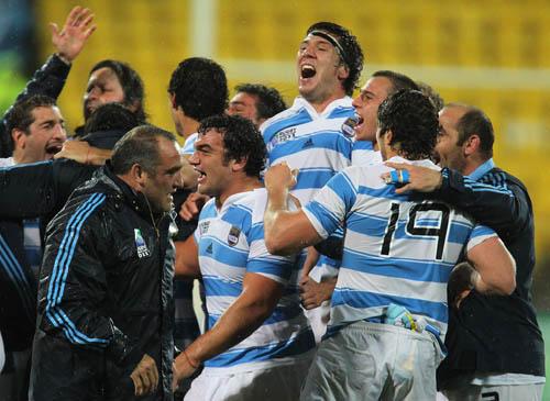 Los Pumas festejan este importante triunfo para seguir en carrera. (Foto: UAR / Rodrigo Vergara).