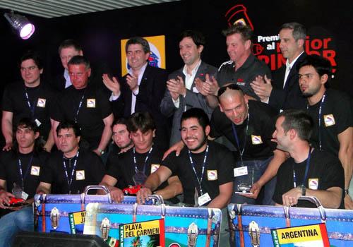 """Chip Foose junto a los ganadores del """"Concurso Mejor Pintor"""". (Foto: Glasurit)"""