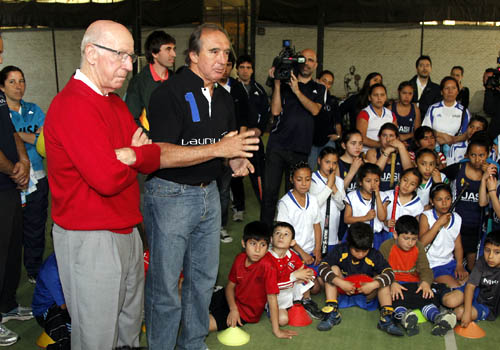 Mercedes - Bobby Charlton y Hugo Porta