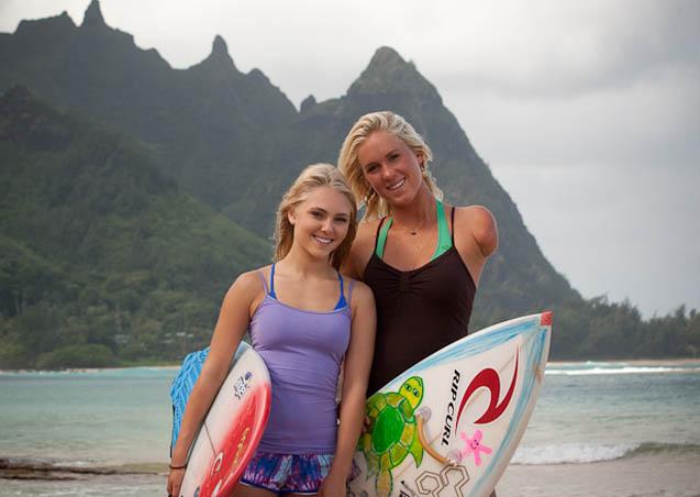 Bethany Hamilton y AnnaSophia Robb durante el rodaje en Hawai.