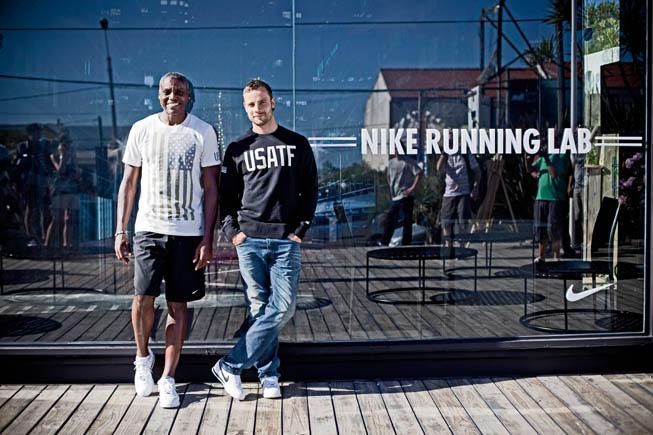 El ex-atleta norteamericano Carl Lewis y el sudafricano Oscar Pistorius en Casa Este de Nike.