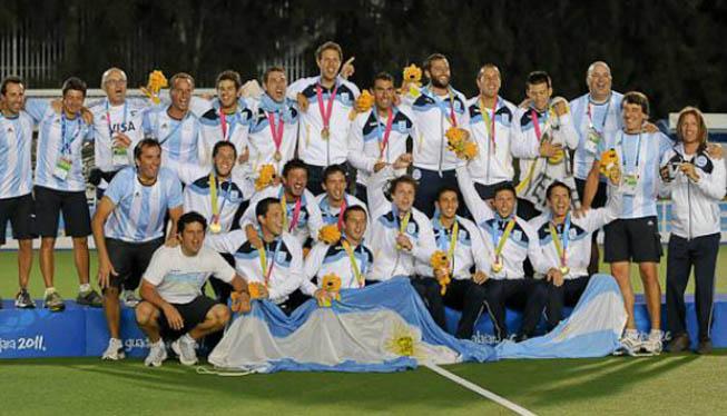 La Selección Masculina en el podio de Guadalajara 2011.