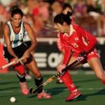 Luciana Aymar marcando a una jugadora coreana. (Foto: Matías Correa Arce)