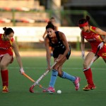 Leonas vs. China - Luciana Aymar elude la marca de las orientales. (Foto: Matías Correa Arce)