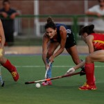 Luciana Aymar constantemente marcada por dos jugadoras. (Foto: Matías Correa Arce)