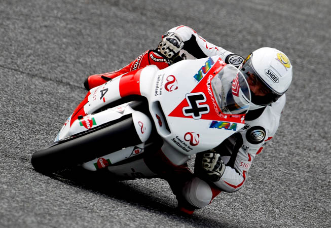 Randy Krummenacher, con la moto número 4, una Kalex decorada con la marca Kevingston. (Foto. MotoGP.com)