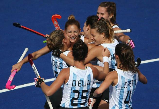 "Las Leonas festejan el gol de ""Lucha"". (Foto: Daniel Berehulak/Getty Images)"