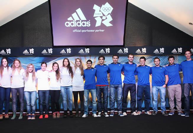 Los atletas sponsoreados por adidas en la despedida que la marca les organizó.