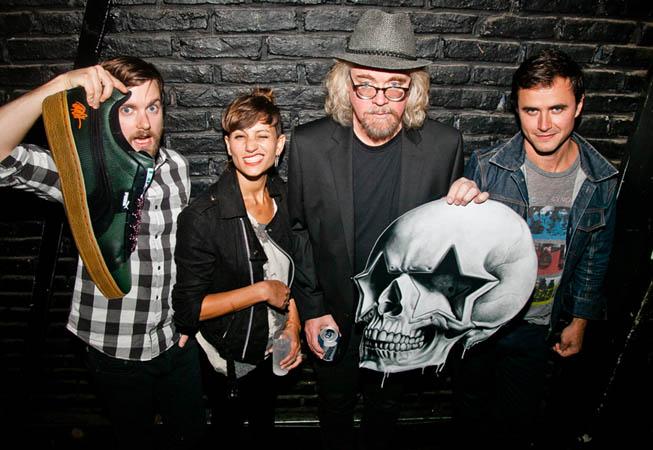 Ron English y la banda canadiense Dragonette en la presentación de la Colección Puma Suede diseñada por el artista