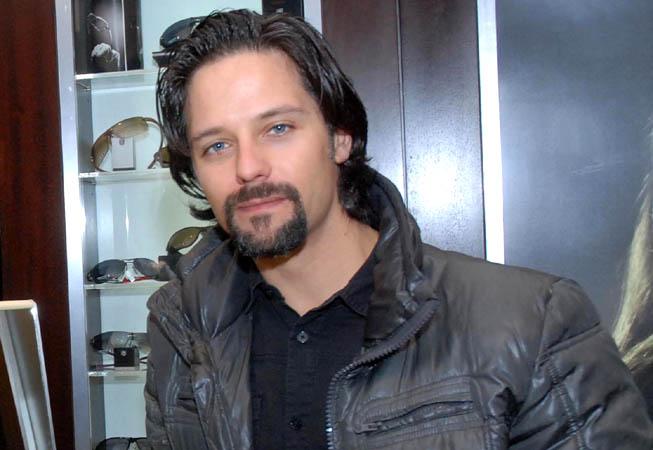 El cantante y actor Iván González.