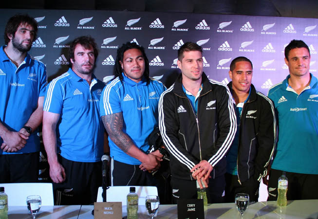 Los All Blacks Whitelock, Hore, Nonu, Jane, Smith y Carter.
