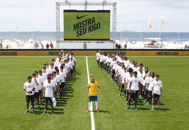 Nike - Camiseta Brasil 2013