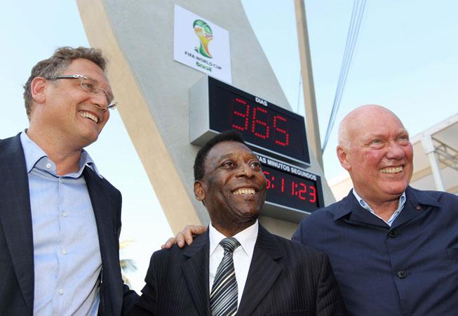 De Izq. a Der.: Jérôme Valcke, Pelé y Jean-Claude Biver.