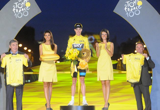 Chris Froome, ganador del Tour de France 2013, junto a Bernard Hinault. (Foto: Prensa ASO).