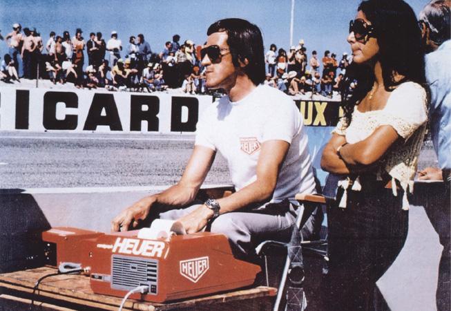 Jean Campiche, el Cronometrador Oficial de Heuer para la Escudería Ferrari, en el Circuito PaulRicard en 1974.