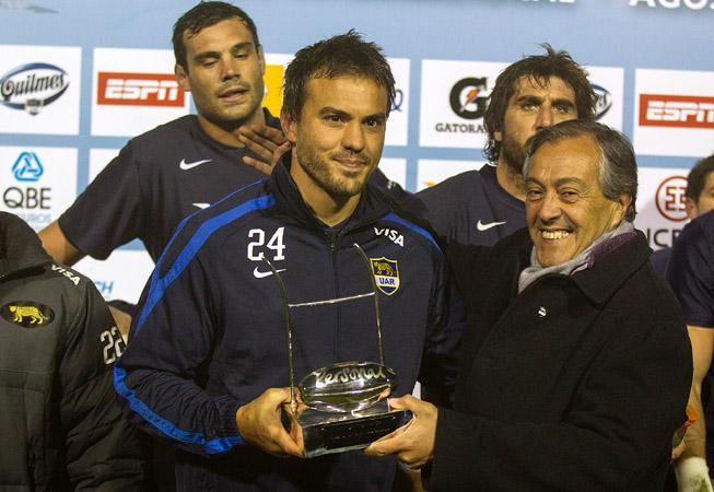 Juan Martín Hernández junto al presidente de la UAR, Luis Castillo. (Foto: Prensa U.A.R.) al presidente de la Unión Argentina de Rugby, Miguel Castillo. (Foto: Prensa U.A.R.)