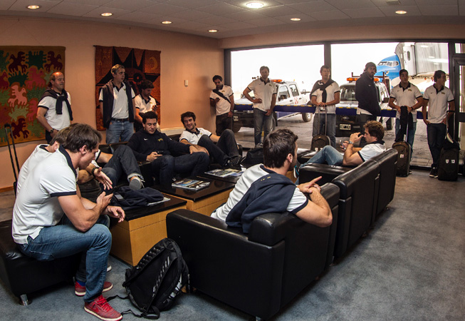 Los jugadores en el aeropuerto. (Foto: Rodrigo Vergara/Prensa U.A.R.)