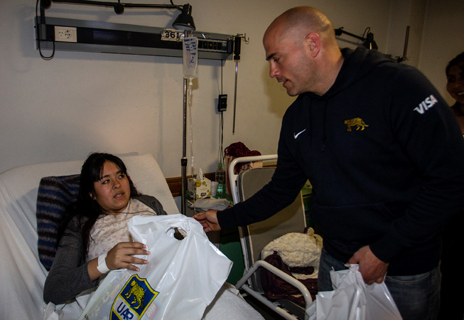 Felipe Contepomi en el Hospital de Salta. (Foto: Rodrigo Vergara/Prensa U.A.R.)
