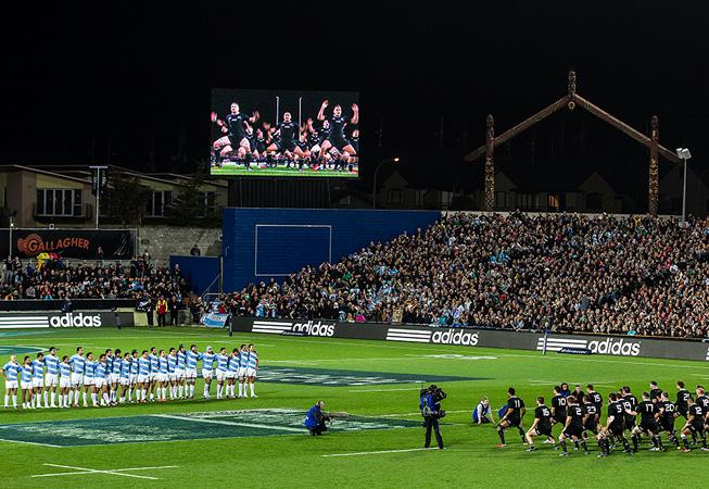 """Previo al inicio del match, el momento del tradicional """"Haka"""" de los All Blacks. (Foto: Rodrigo Vergara/U.A.R.)"""