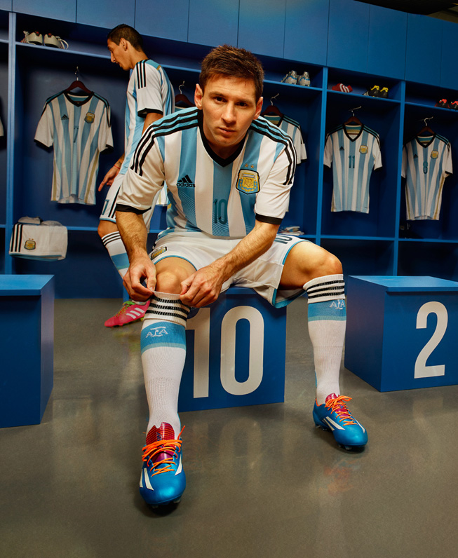 Lionel Messi vistiendo el nuevo kit titular.