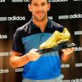 Maxi Rodriguez con su botin de oro.
