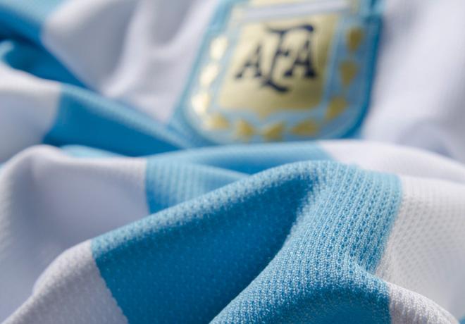 adidas dio a conocer la nueva camiseta de la Selección Argentina de ... f88d95a051e4f